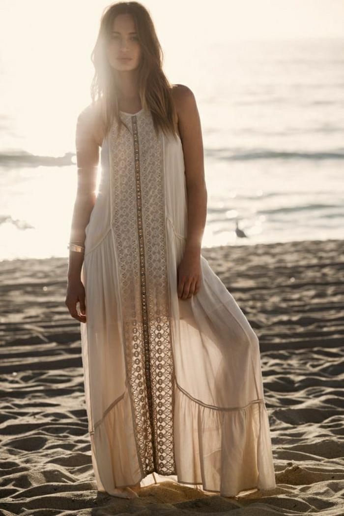 lüftiges-Sommerkleid-lang-Champagne-Farbe-Sand-Strand