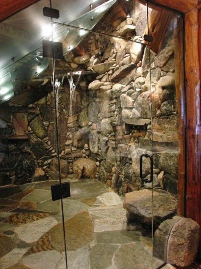 moderne-Duschkabine-Steinwände-Steinboden-gläsere-Türen-Dusche-Wasserfall-rustikaler-Stil