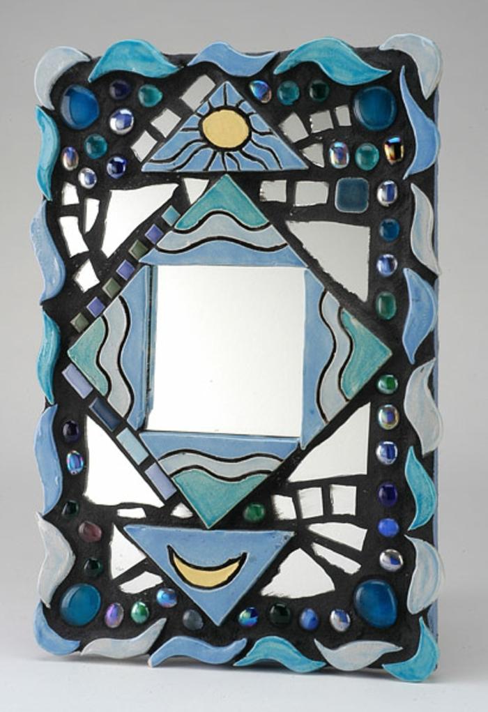 mosaik-spiegel-blaues-modell-super-gestaltung