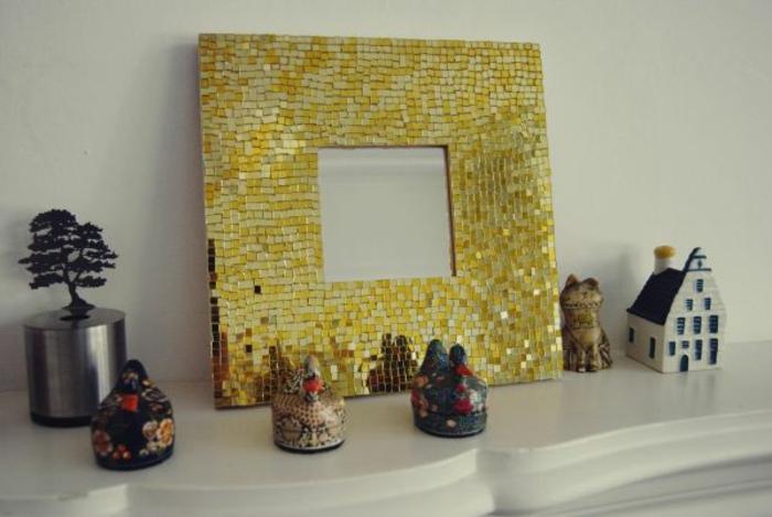 mosaik-spiegel-gelber-rahmen