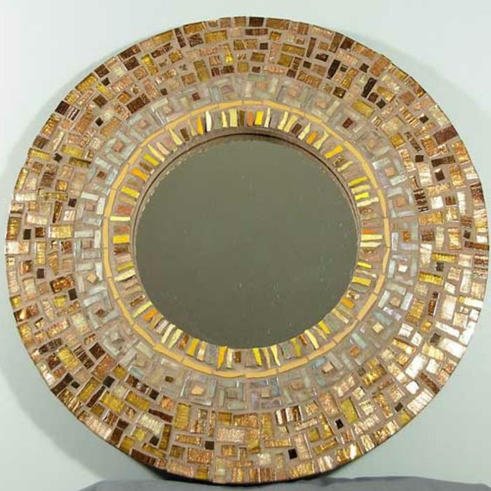 mosaik-spiegel-interessante-beige-farbe