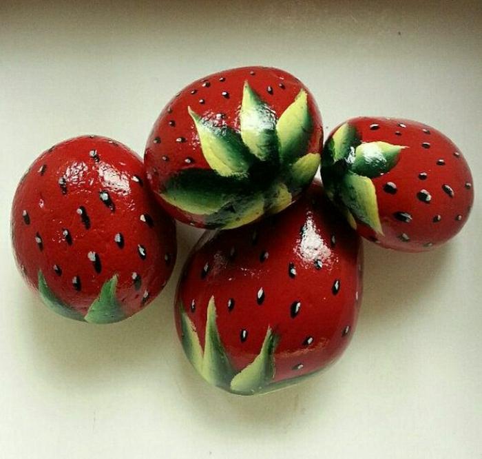 ovale-Steine-handgemalt-Erdbeeren-Zeichnungen
