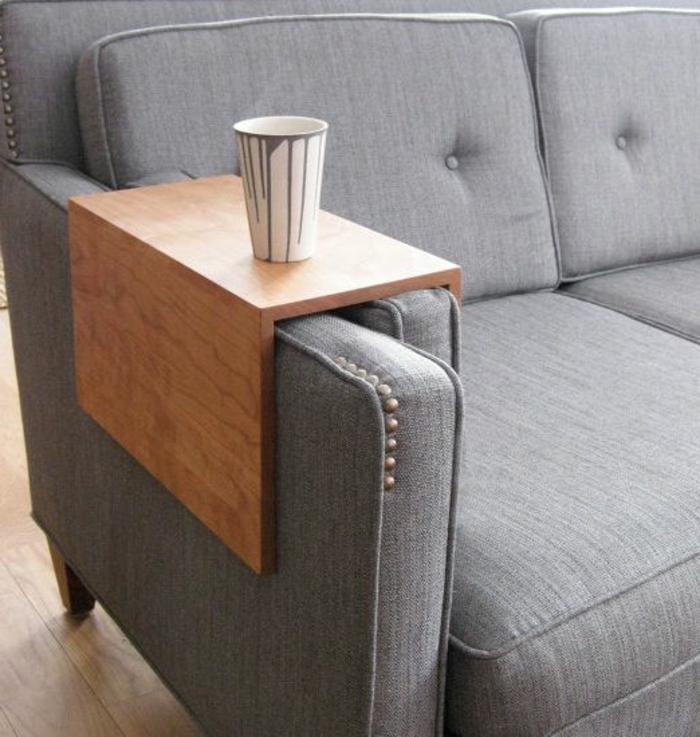 platzsparende-möbel-graues-sofa