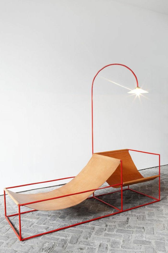 platzsparende-möbel-orange-liegestühle