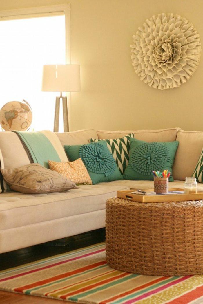 platzsparende-möbel-sofa-mit-dekokissen-ecksofa