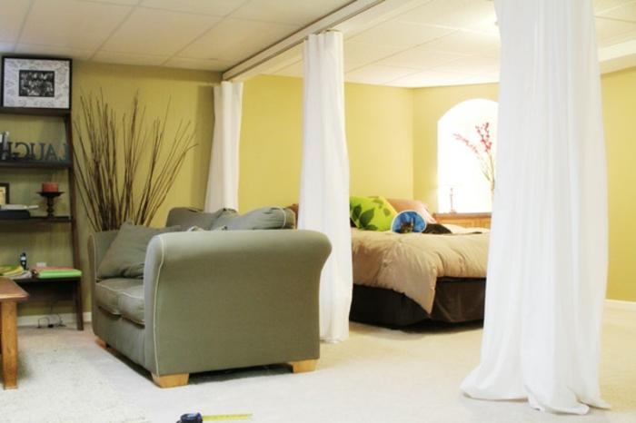 Vorhang Schlafzimmer : elegantes schlafzimmer mit einem raumtrenner ...
