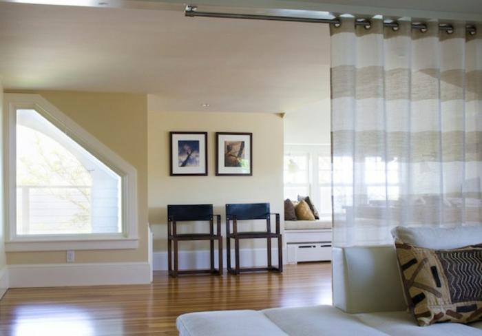 raumtrenner-vorhang-helle-ausstattung