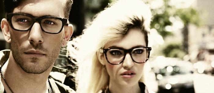 retro-brillen-cool-und-sexy-aussehen-mann-und-frau