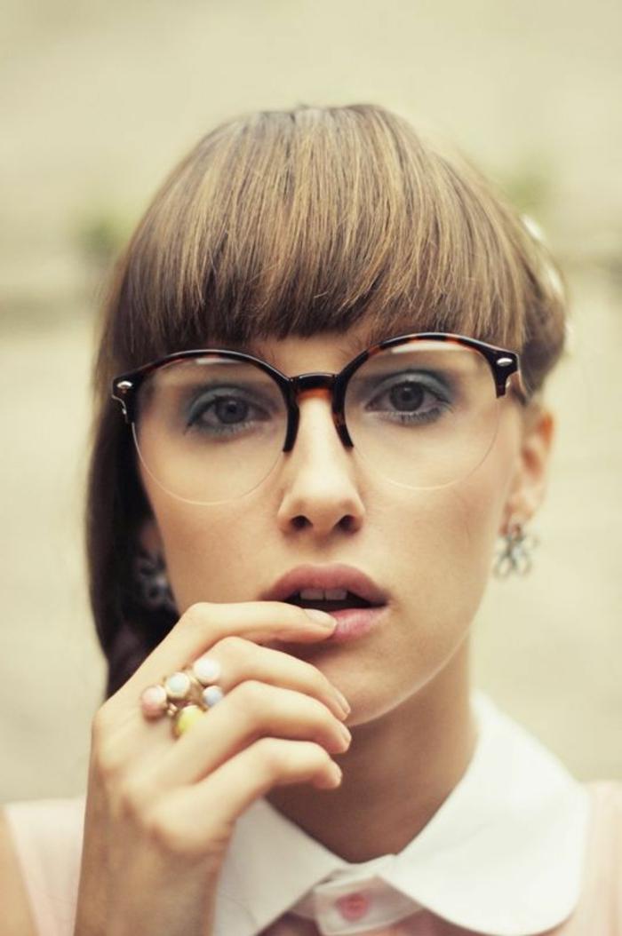 retro-brillen-sehr-interessante-dame