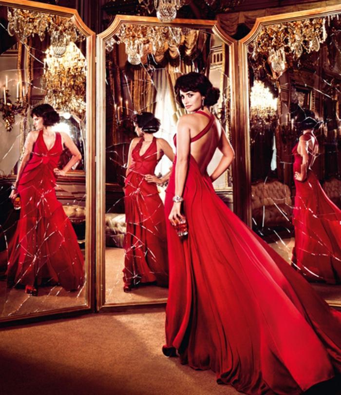 rotes-kleid-aristokratisch-und-schön