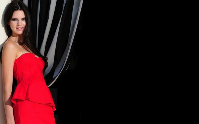 rotes-kleid-cooles-foto-schwarzer-hintergrund