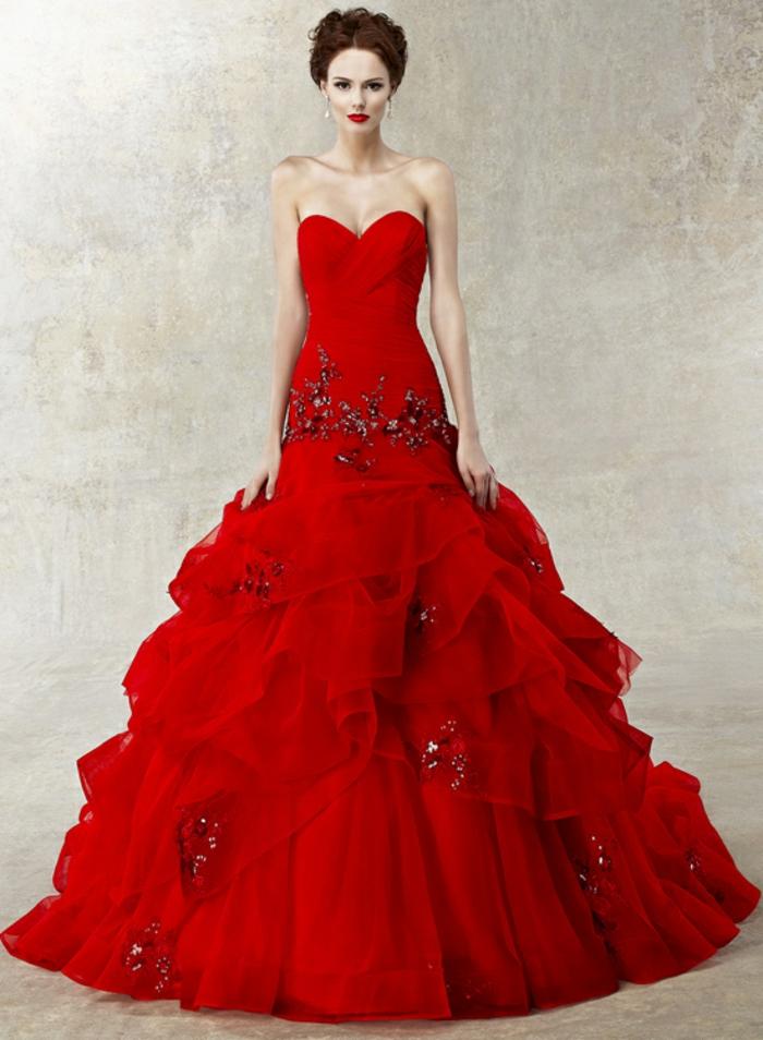 rotes-kleid-großartiges-modell