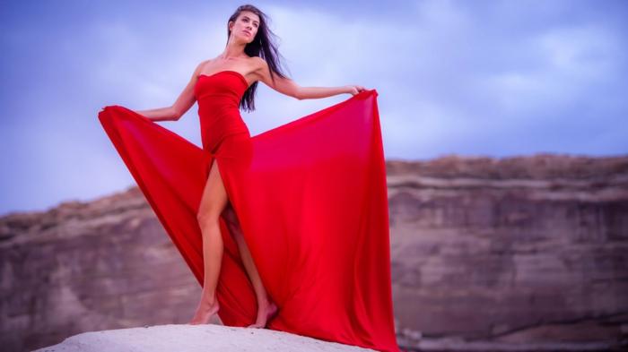 rotes-kleid-herrliche-natur