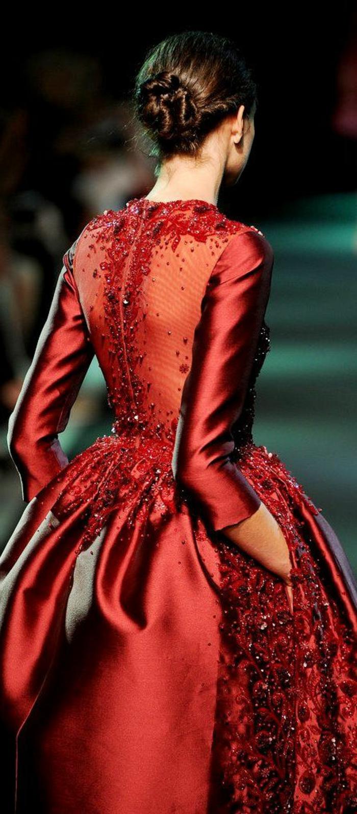 rotes-kleid-sehr-elegante-gestaltung