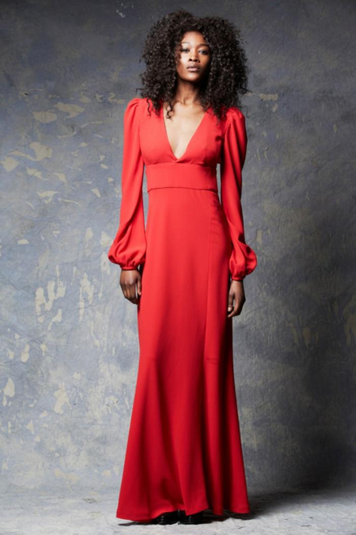 rotes-kleid-sehr-modern-aussehende-frau