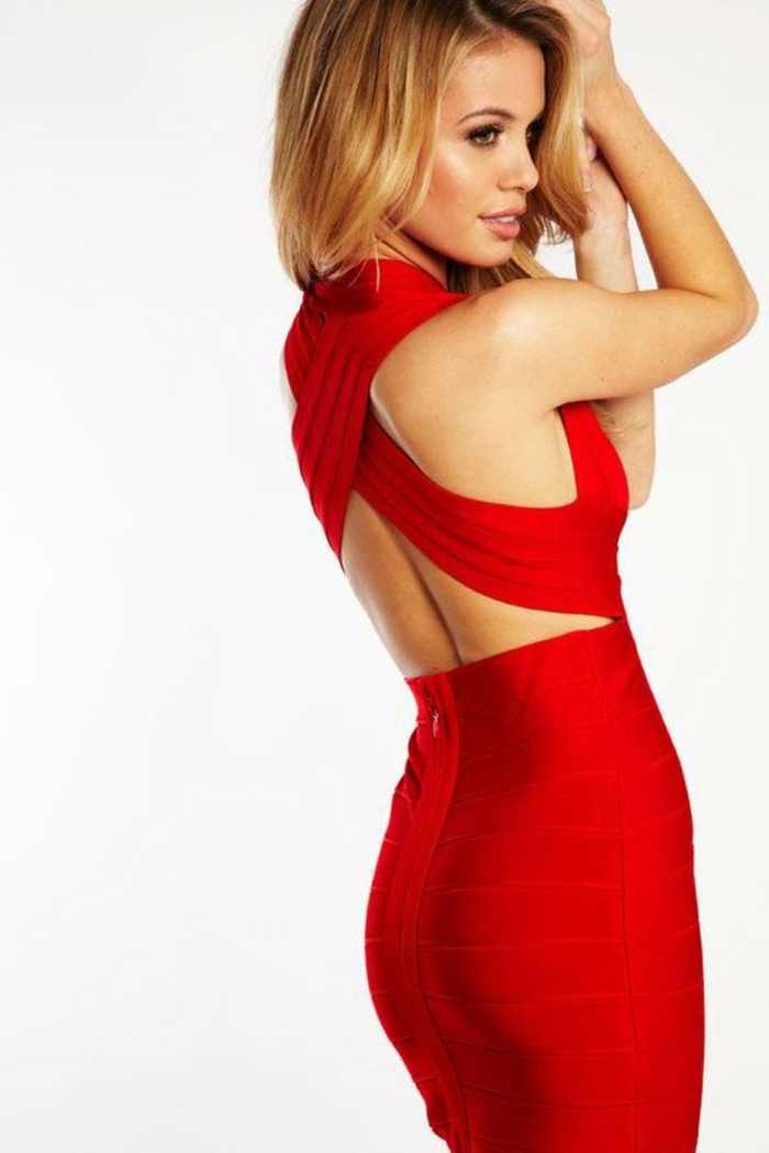 rotes-kleid-sehr-schöne-blonde-frau