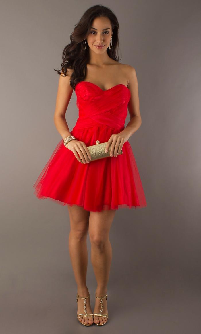 rotes-kleid-super-attraktives-aussehen