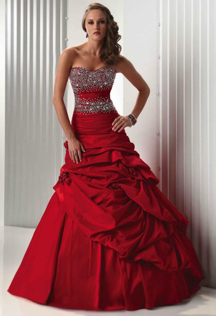 rotes-kleid-tolle-schöne-frau