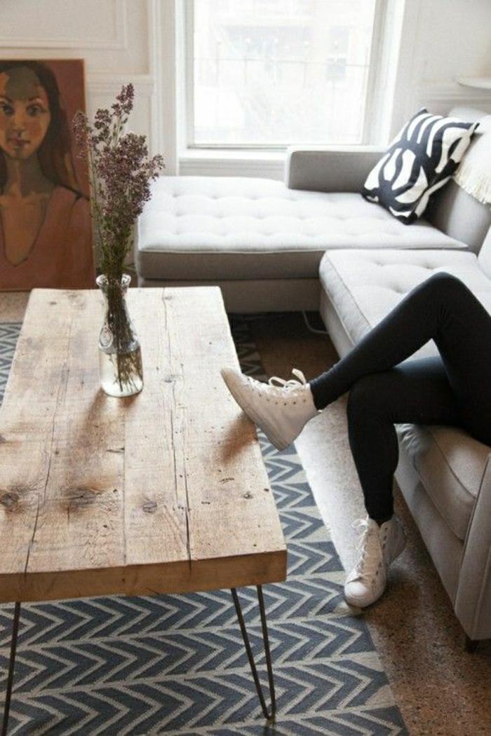 rustikale-Möbel-Couchtisch-Lavendel-graues-Sofa