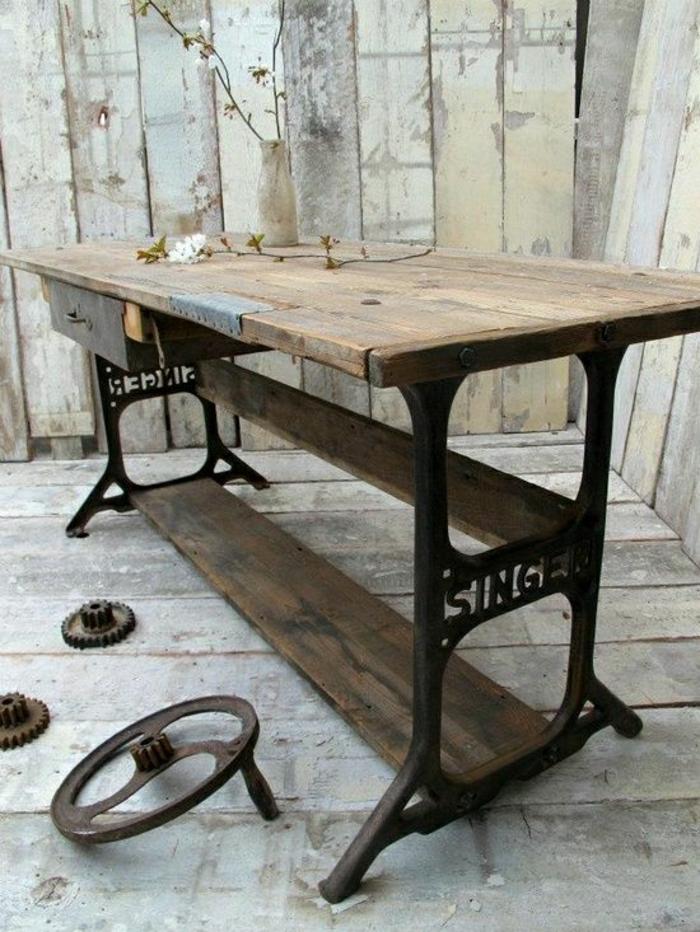 rustikaler-Tisch-recycelte-Beine-aus-Nähmaschine
