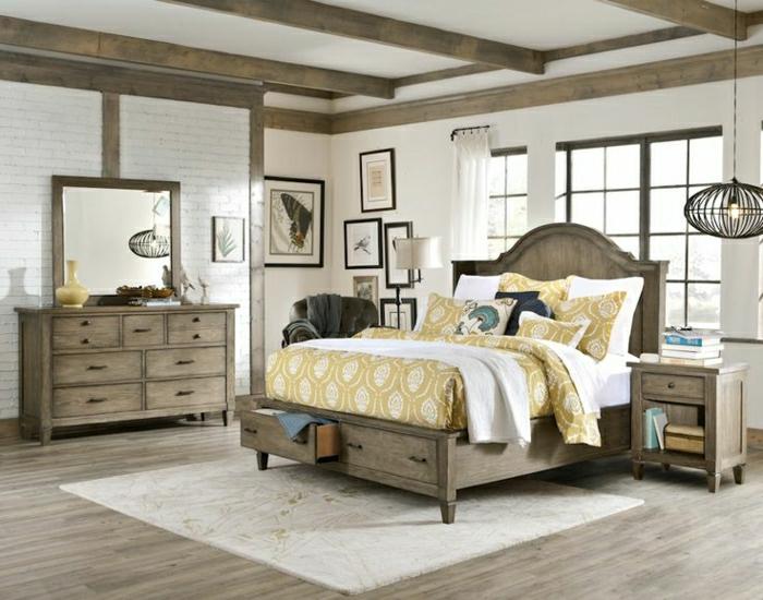 rustikales-Schlafzimmer-Bett-Schubladen-Kommode-Spiegel-Nachttisch-Bilder