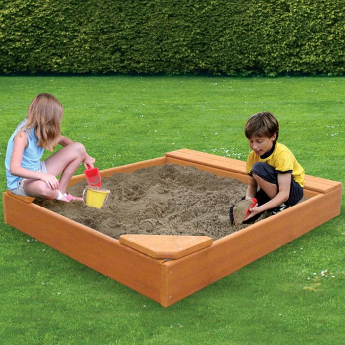 sandkasten-aus-holz-modell-mit-quadratischer-form