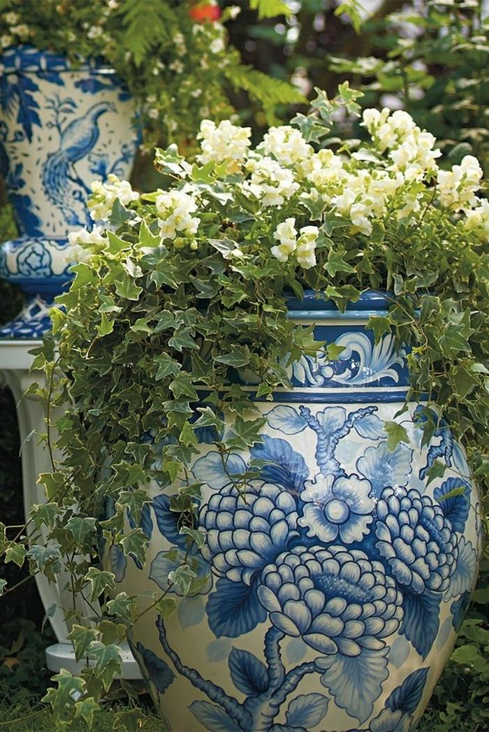 schöne-Blumentöpfe-weiß-blau-Blumen-Keramik-Garten