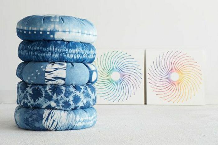 schöne-blaue-Yoga-Kissen-Meditationskissen