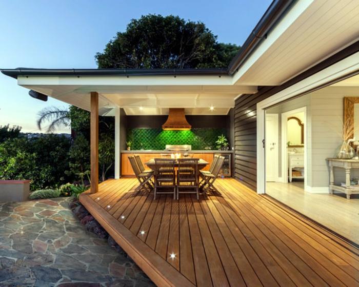 schöne-terrassen-boden-aus-hölzernen-brettern