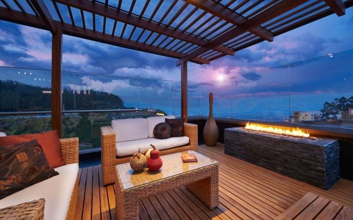 schöne-terrassen-drei-sofas-und-moderner-tisch