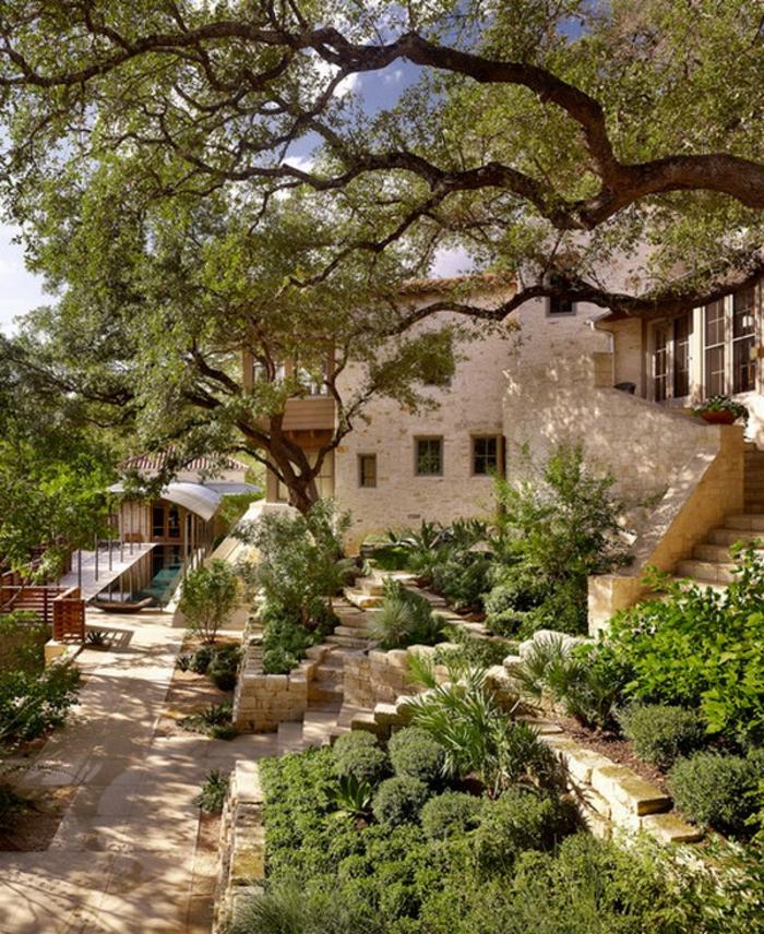 schöne-terrassen-grüne-büsche