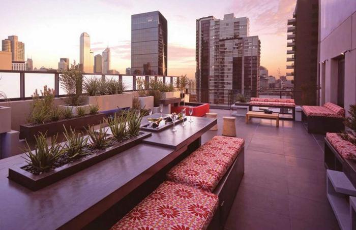 schöne-terrassen-lila-nuancen