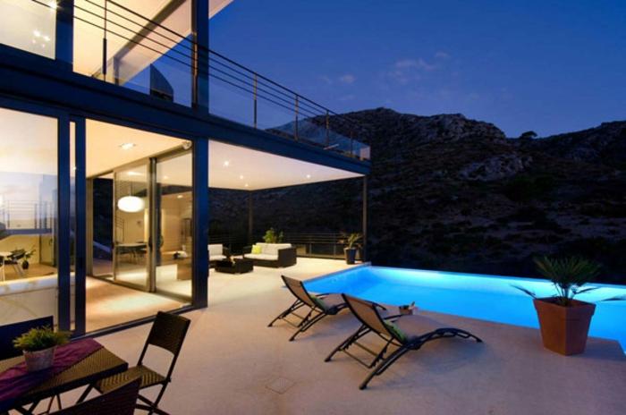 schöne-terrassen-luxuriöser-pool