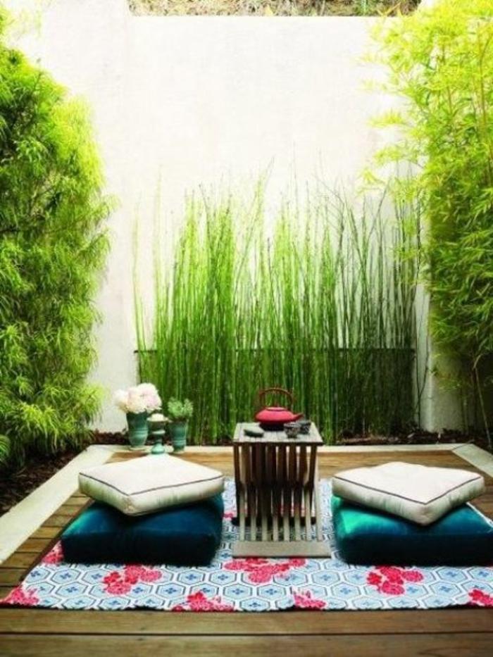 schöne-terrassen-sitzkissen-auf-dem-boden