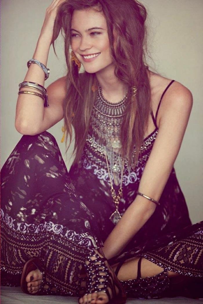schönes-Sommerkleid-Boho-Chic-Stil-langes-Modell