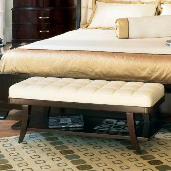 schlafzimmer-bank-goldene-farbe