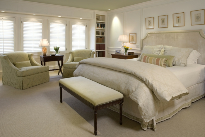 bank vor dem bett holzbank vor dem bett schlafzimmer bank bietet dem schlafzimmer mehr ber. Black Bedroom Furniture Sets. Home Design Ideas