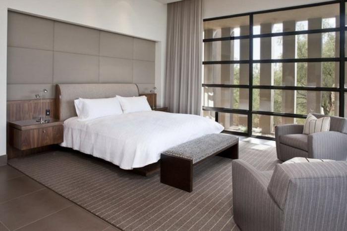 schlafzimmer-bank-weißes-bett-daneben