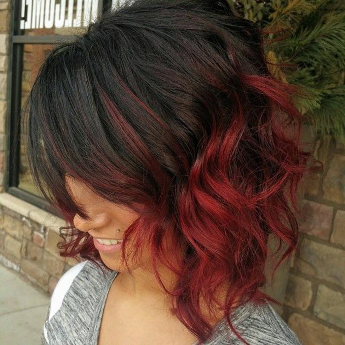 Schwarz,rote Haare sehen cool aus!