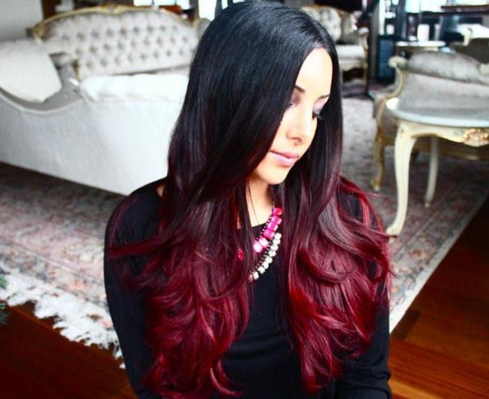 Schwarz-rote Haare sehen cool aus! - Archzine.net