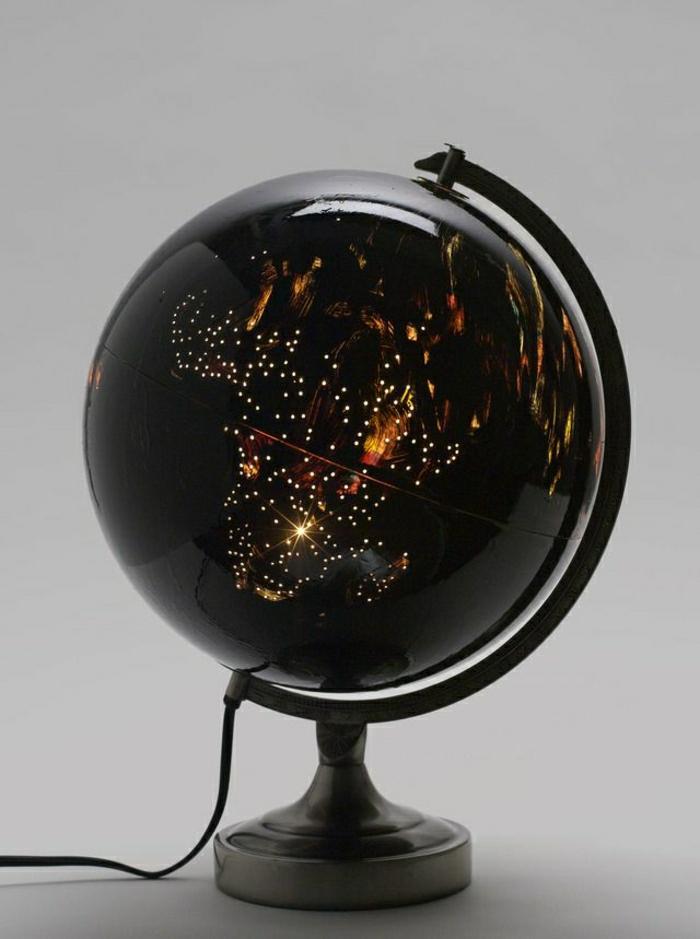 schwarzer-Globus-Nachttischlampe-Kunststoff-elegant