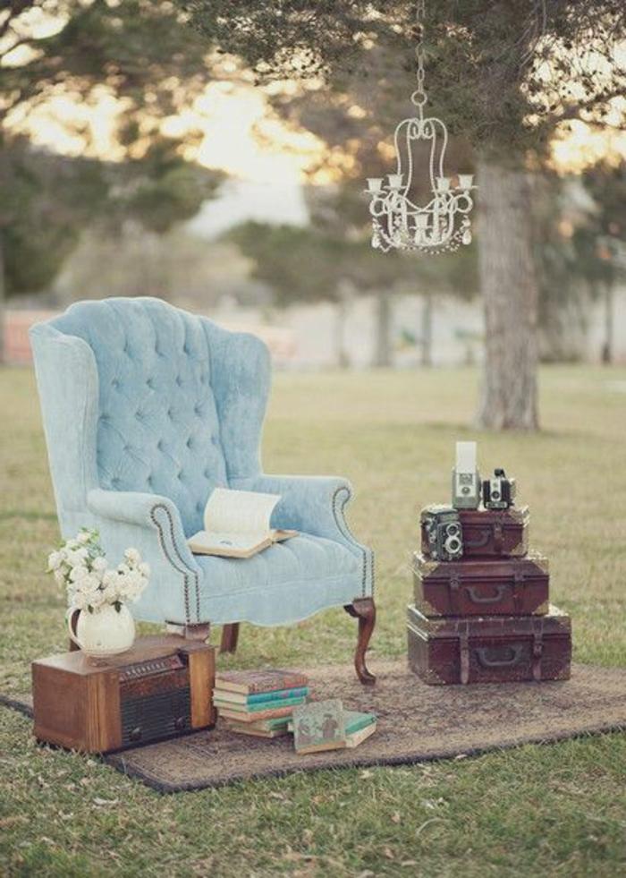 shabby-chic-bilder-blauer-sessel-draußen