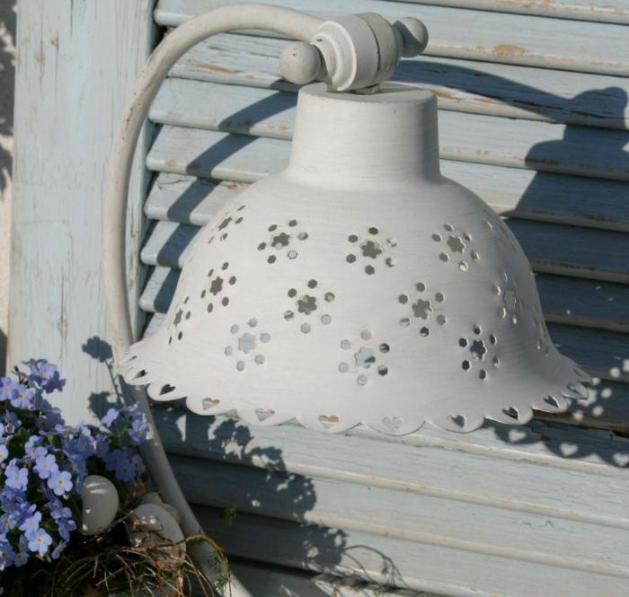 shabby-chic-bilder-schöne-weiße-lampe