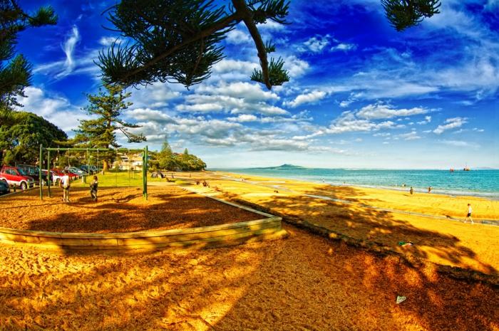 sonne-und-strand-blauer-himmel-schönes-aussehen