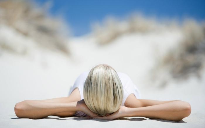 sonne-und-strand-eine-frau-entspannt-sich