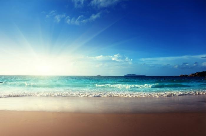 sonne-und-strand-super-schöner-blauer-himmel