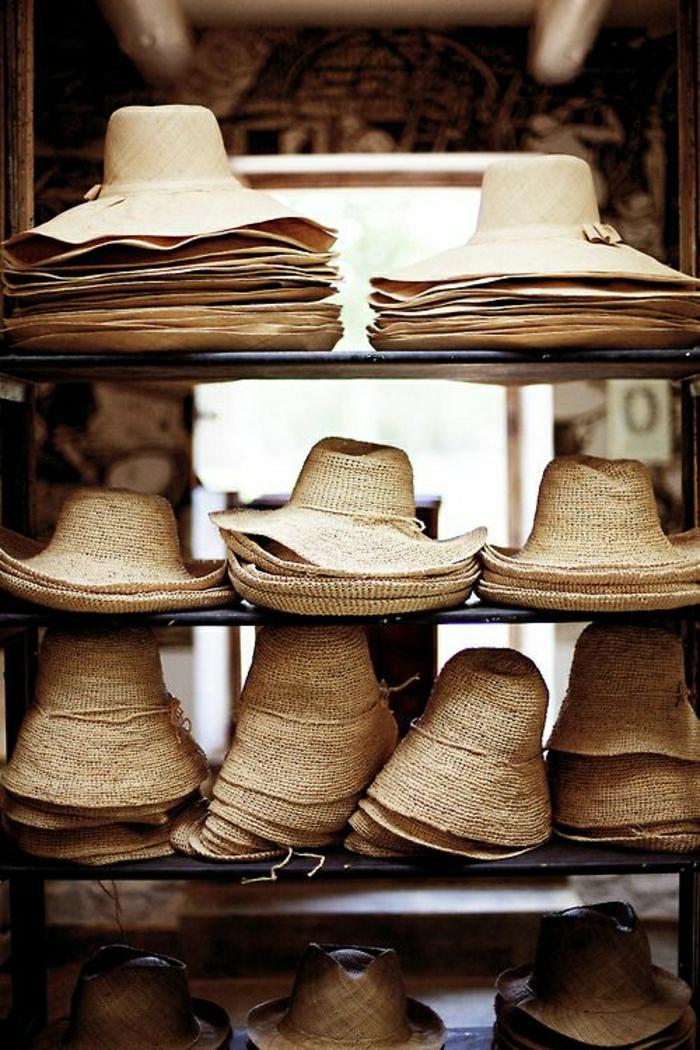 strohhüte-damen-verschiedene-Modelle-schick-Sommerhüte