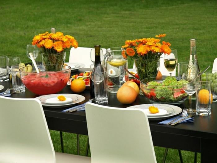 tischdeko-für-sommerpartry-orange-blumen