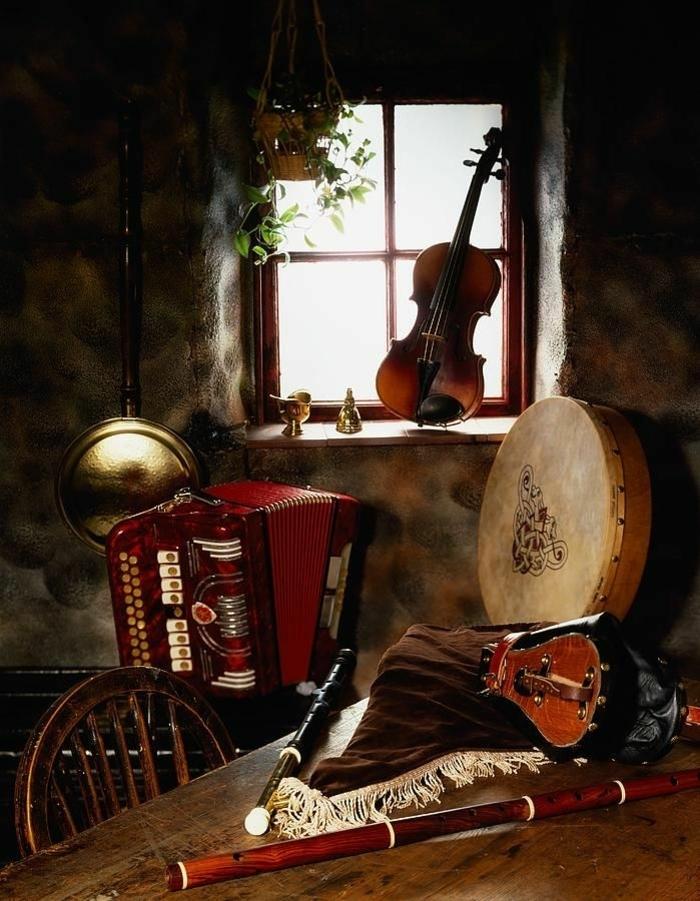 vintage-Gestaltung-Folkloreinstrumente-Violine-Fenster