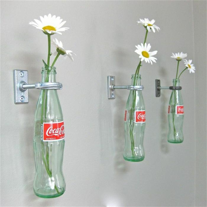 vintage-Küche-Wanddeko-Coca-Cola-Flaschen-Blumen